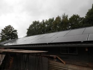 Zonnepanelen kunststoffen dak
